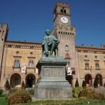 It is dominated by the bronze monument by sculptor Luigi Secchi, 1913, depicting the