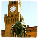 Nella piazza principale del paese dedicata al Maestro, proprio alle spalle dell'imponente statua di Verdi che osserva quasi corrucciato i suoi compaesani, possiamo vedere la grande ed elegante rocca che fu dei Marchesi Pallavicino.